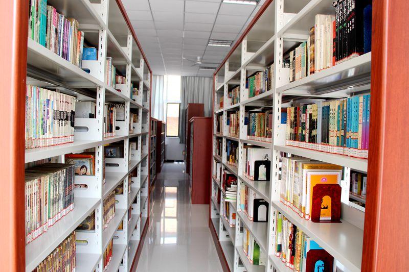 整齐的书架