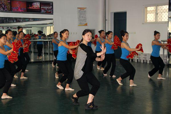 民族舞蹈课