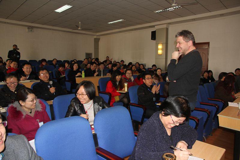 全体教师参加专家讲座